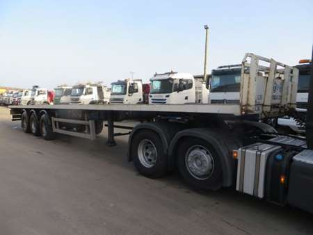 2002 SDC Flatbed Trailer